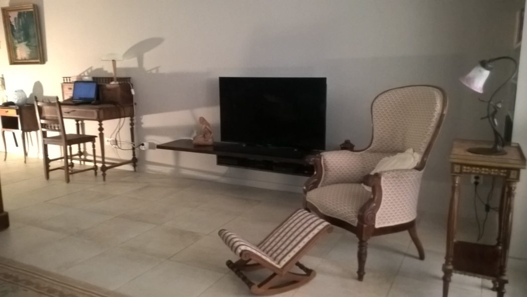 Location Germont - meublé cure Amélie les bains - séjour coin audio TV DVD