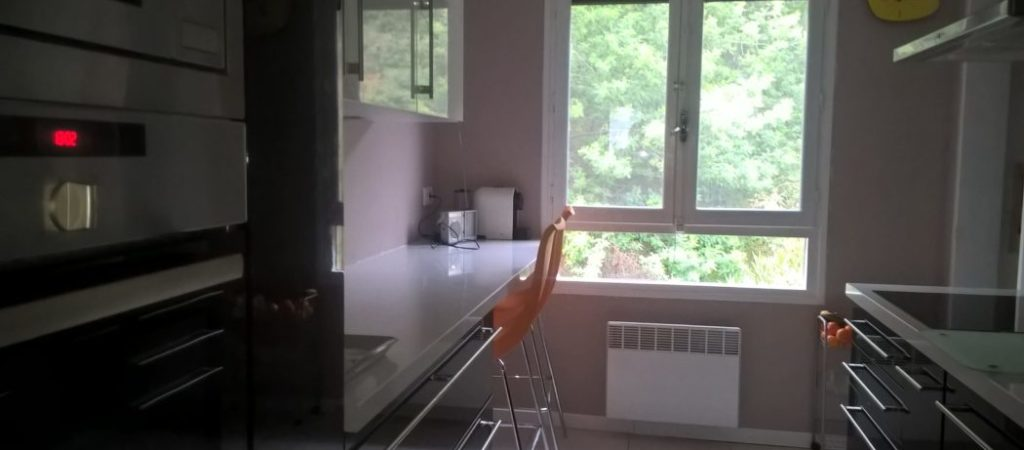 Location meublé T2 GERMONT pour cure à Amélie les Bains - Cuisine moderne équipée