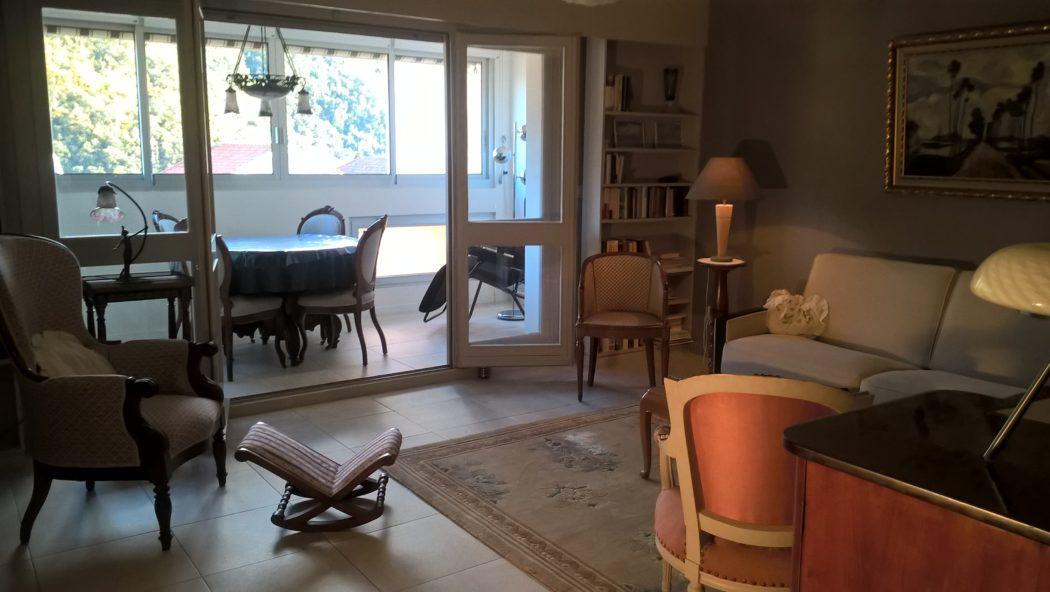 Location Germont - meublé cure Amélie les bains - Séjour et vue loggia