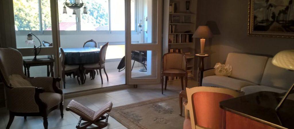 Location meublé T2 GERMONT pour cure à Amélie les Bains - Grand séjour et loggia
