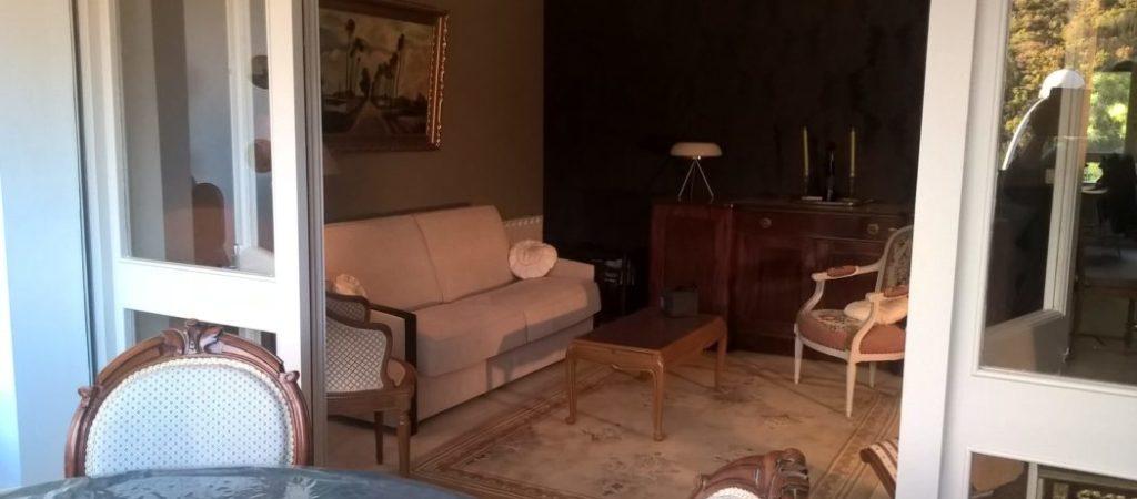 Location meublé T2 GERMONT pour cure à Amélie les Bains - Loggia et vue séjour